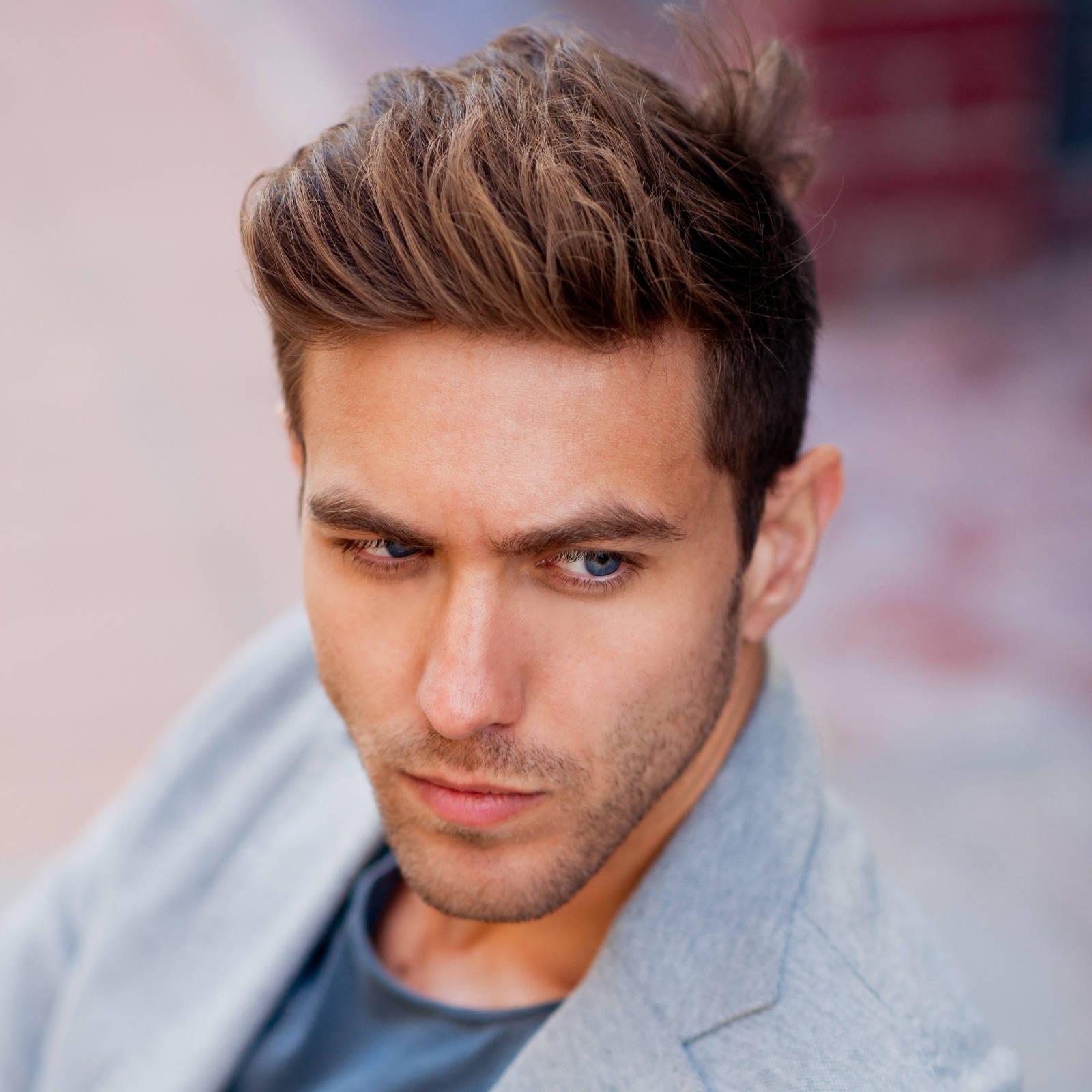Kiểu tóc nam Undercut Thick Textured Slick Back và râu